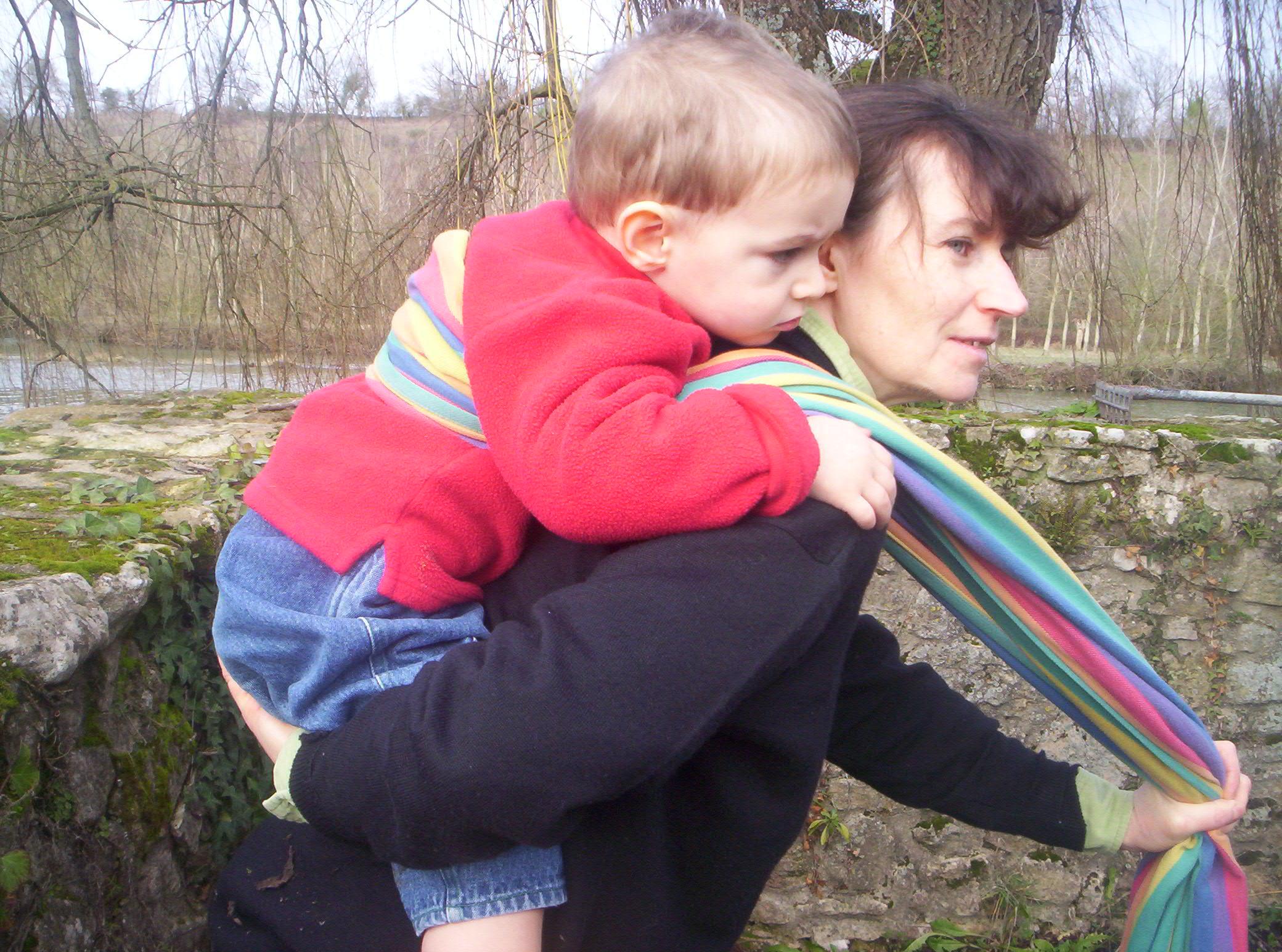 Porte enfant dans le dos